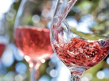 В чем разница между фильтрацией вина и осветлением