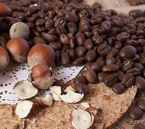 Фундук и кофейные зерна
